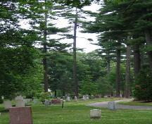 View of the mature trees and a landscape of Mount Hermon Cemetery, 2005.; Parks Canada Agency / Agence Parcs Canada, Rhona Goodspeed, 2005.