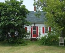 Front elevation from Highway 209, Cannon House, Diligent River, Nova Scotia, 2007. ; Heritage Division, NS Dept. of Tourism, Culture and Heritage, 2007