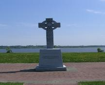 Irish Monument - Erected in memory of founding Irish families to the area; City of Bathurst