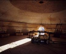 View of the interior of a kiln, showing the in-situ equipment dating from the 1912-1937 period, 1995.; Agence Parcs Canada / Parks Canada Agency, HRS 1035, 1995.