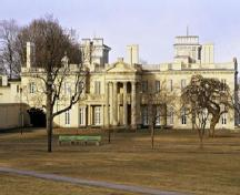 View of the main façade of Dundurn Castle, showing its irregular massing and its picturesque design, 1995.; Parks Canada Agency / Agence Parcs Canada, J. Butterill, 1995.