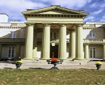 Detail view of Dundurn Castle, showing the two and three storey towers with shallow pyramidal roofs crowned by finials, 1995.; Parks Canada Agency / Agence Parcs Canada, J. Butterill, 1995.
