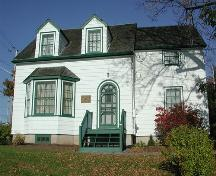 Front elevation, Fultz House, Lower Sackville, Halifax Regional Municipality, Nova Scotia.; HRM Planning and Development Services, Heritage Property Program, 2006.
