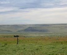 View east across Section 28 and the Notukeu Creek valley toward the location of archaeological sites on the far valley rim, 2004.; Government of Saskatchewan, Marvin Thomas, 2004.