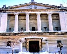 General view of the Masonic Memorial Temple, showing the classical design and detailing of façade, 2000.; Parks Canada Agency / Agence Parcs Canada, A. Waldron, 2000.