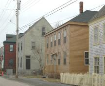 Bonnett House in streetscape along lower St. George Street, Annapolis Royal, Nova Scotia, 2007.; Heritage Division, NS Dept. of Tourism, Culture and Heritage, 2007