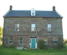 Rear elevation, Peter Smyth House, Port Hood, 2004.; Heritage Division, Nova Scotia Department of Tourism, Culture and Heritage, 2004