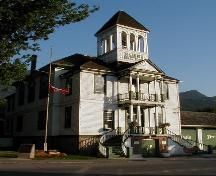 Front view of the Kaslo Municipal Hall, showing the two-storey front portico and staircases, and the belfry, 2003.; Parks Canada Agency / Agence Parcs Canada, 2003.