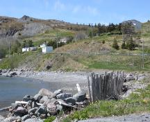 View looking toward North Side Burial Ground on Fox Hill, Ferryland, NL. Taken 2009. ; HFNL/Andrea O'Brien 2009