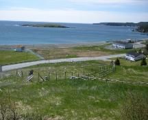 View looking towards the Southern Shore Highway of South Side Burial Ground, Ferryland, NL. Taken 2009. ; HFNL/Andrea O'Brien 2009
