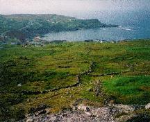 View of the Walled Landscape of Grates Cove, showing the treeless headland and its excellent views towards the ocean, evocative of the residents' relationship with the sea and land.; Parks Canada Agency / Agence Parcs Canada.