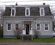 The front elevation of the J. W. Bingay / Dr. Morton House, Yarmouth, NS, 2006.; Heritage Division, NS Dept. of Tourism, Culture and Heritage, 2006