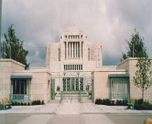 View of the Temple of the Church of Jesus Christ of Latter Day Saints, showing the white granite exterior cladding, 1992.; Parks Canada Agency / Agence Parcs Canada, 1992.