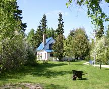Contextual view, from the south, of the Lecoy House, Lac du Bonnet area, 2007; Historic Resources Branch, Manitoba Culture, Heritage, Tourism and Sport, 2007