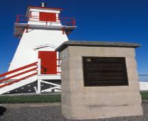 View of the Historic Sites and Monuments Board of Canada cairn and plaque marking Fort Amherst, 1984.; Parks Canada Agency / Agence Parcs Canada, I.K. MacNeil, 1984.