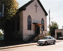 General view of Salem Chapel, showing its central entry door on one gable end, set between two large pointed-arch windows, 1998.; Parks Canada Agency / Agence Parcs Canada, 1998.