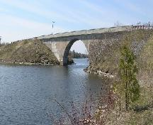 General view of the Canal Lake Concrete Arch Bridge National Historic Site of Canada, 2005.; Parks Canada/Parcs Canada 2005.