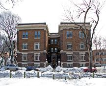 Primary elevation, from the north, of the Congress Apartments, Winnipeg, 2006; Historic Resources Branch, Manitoba Culture, Heritage, Tourism and Sport, 2006