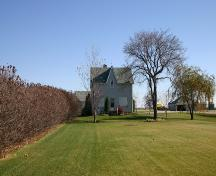 Contextual view, from the west, of the Hooper House, Sperling area, 2007; Historic Resources Branch, Manitoba Culture, Heritage, Tourism and Sport, 2007