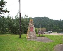 View of the cairn marking the site of St. Peters.; Parks Canada Agency / Agence Parcs Canada.