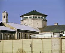 View of the central block of Kingston Penitentiary, showing the central octagonal drum and dome, 1994.; Parks Canada Agency / Agence Parcs Canada, J. Butterill, 1994.