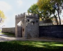 Contextual view, from the northwest, of Upper Fort Garry Gate, Winnipeg, 2005; Historic Resources Branch, Manitoba Culture, Heritage, Tourism and Sport, 2005