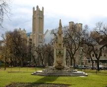 Contextual view, from the northeast, of the Waddell Fountain, Winnipeg, 2006; Historic Resources Branch, Manitoba Culture, Heritage, Tourism and Sport, 2006