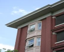 Corner detail of the Warwick Apartments, Winnipeg, 2006; Historic Resources Branch, Manitoba Culture, Heritage, Tourism and Sport, 2006
