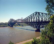 General view of the Québec Bridge National Historic Site of Canada, 1998.; Agence Parcs Canada / Parks Canada Agency, S. Desjardins, 1998.