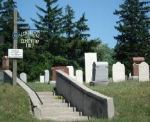 Of note is the slight rise that separates the cemetery from Colonel Talbot Road.; Kendra Green, 2007.