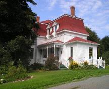 Front perspective, St. Joseph's Glebe House, St. Joseph's, NS, 2005.; Heritage Division, Nova Scotia Department of Tourism, Culture and Heritage, 2005