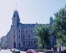 General view of the Québec Court House National Historic Site of Canada, showing its Second Empire Style, 1993.; Parks Canada/Parcs Canada, 1993