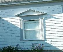 Captain James Anthony House, Port Wade, N.S., classical temple pediment window surrounds, 2009.; Heritage Division, NS Dept. of Tourism, Culture and Heritage, 2009