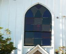 Evergreen United Baptist Church, West Paradise, N.S., decorative tracery window over front doorway, 2009.; Heritage Division, NS Dept. of Tourism, Culture and Heritage, 2009