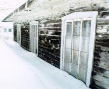 Corner view of the rear façade of L'Isle-Verte Court House, showing the multiple light windows, ca. 1996.; Parks Canada Agency/ Agence Parcs Canada, Ethnotech Inc, ca./vers 1996.