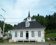 General view of the L'Isle-Verte Court House, showing the façade facing the road after the restoration, 2008.; Agence Parcs Canada / Parks Canada Agency, 2008.