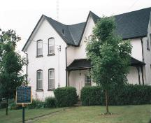 Corner view of the Leaskdale Manse, 2000.; Parks Canada Agency / Agence Parcs Canada, 2000.