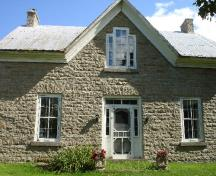 A closer look at the front of the McCulla House.; RHI 2006