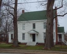 front elevation, Wickwire House, Wolfville, NS, 2006; Heritage Division, NS Dept. of Tourism, Culture and Heritage, 2006