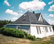 General view of the Addison Sod House, showing its low one-and-a-half-storey, pyramidal massing set under a hipped roof.; Parks Canada Agency / Agence Parcs Canada.