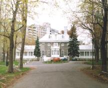 View of Monklands / Villa Maria Convent, showing its location, set back from the street on a landscaped lot, 1998.; Parks Canada Agency / Agence Parcs Canada, 1998