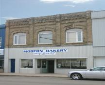 Primary elevation, from the southeast, of the Modern Bakery, Carberry, 2008; Historic Resources Branch, Manitoba Culture, Heritage and Tourism, 2008