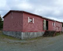 View of the left and front facades of Metcalfe Upper Barn, Chamberlains, Conception Bay South, NL. Photo taken 2009. ; HFNL/Andrea O'Brien 2009