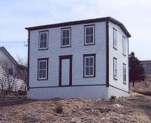 Exterior view of main facade, Drake House, Arnold's Cove, 2005.; HFNL/Town of Arnold's Cove 2005