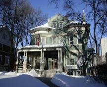 Primary elevation, from the south, of the John Duncan McArthur House, Winnipeg, 2009; Historic Resources Branch, Manitoba Culture, Heritage and Tourism, 2009