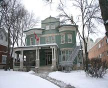 Contextual view, from the southeast, of the John Duncan McArthur House, Winnipeg, 2009; Historic Resources Branch, Manitoba Culture, Heritage and Tourism, 2009