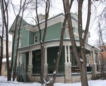 Primary elevations, from the southwest, of the John Duncan McArthur House, Winnipeg, 2009; Historic Resources Branch, Manitoba Culture, Heritage and Tourism, 2009