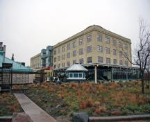 Contextual view, from the southeast, of the Johnston Terminal Building, Winnipeg, 2007; Historic Resources Branch, Manitoba Culture, Heritage and Tourism, 2007