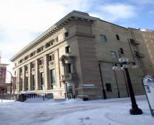 Oblique view, from the southwest, of the Imperial Bank of Canada, Winnipeg, 2006; Historic Resources Branch, Manitoba Culture, Heritage and Tourism, 2006