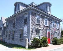 Front elevation, Cooper's Inn, Shelburne, Nova Scotia, 2007.; Heritage Division, NS. Dept of Tourism, Culture and Heritage, 2007.